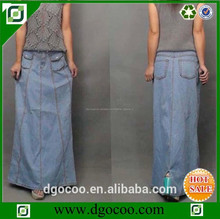 Nuevo diseño especial de un servicio del oem- la línea de las mujeres maxi slevadge de mezclilla venta al por mayor falda larga