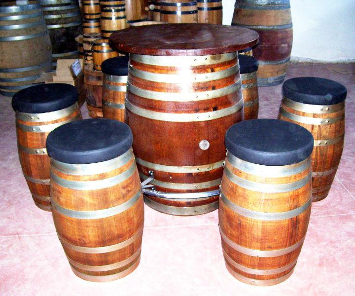 Tavoli e sedie da arredamento per pub e bar da botti in for Arredamento bar tavoli e sedie