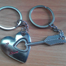 wire keychain,rotating keychain display,engraved couple heart keychain