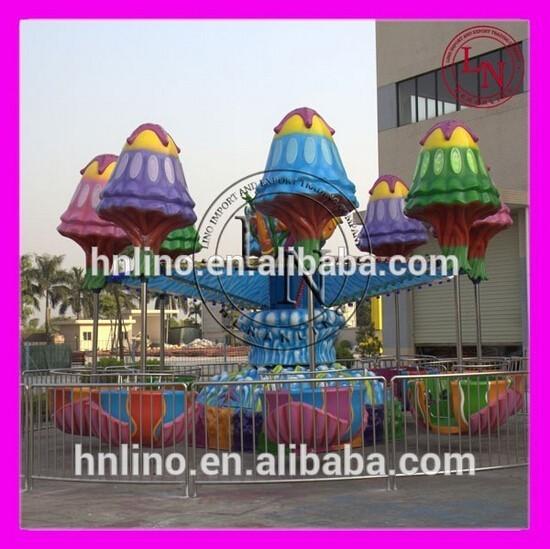 zona de juegos al aire libre de medusas para paseo familiar