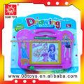 El tablero de escritura y dibujo de magnética de juguetes a los niños
