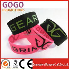 The best seller 1inch wide silicone bangles wrist band with printing logo for events MOQ: 100pcs