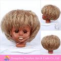 Enrollamiento del cortocircuito de la naturaleza calidad de mano de obra de la peluca para la muñeca de la muchacha pelucas