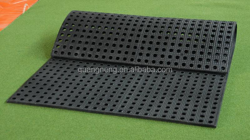 Factory Wholesale Cheap Bobble Top Rubber Stable Mat