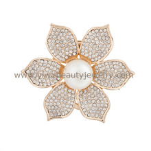Yiwu futian market wholesale pearl brooch fashion flower shaped bulk assorted rhinestone brooches for wedding invitations