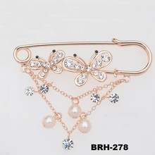 Yiwu Jewelry Crystal Rhinestone Gold Tone Butterfly Safety Pin Charm Brooch wiht pearl