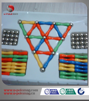 Magnetic building shapes toy