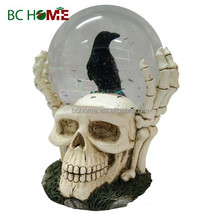 2015 New design Halloween skull snow globe with crow
