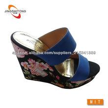 tela de la impresión envolver mujeres zapatilla de tacón de cuña