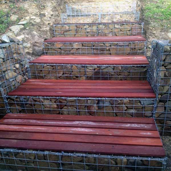 Jardín, decorado con piedra valla galvanizado recubierto de pvc ...