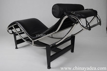 Le Corbusier black leather LC4 lounge chair in s shape