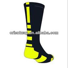 los hombres baratos al por mayor deporte personalizado elite calcetines de baloncesto