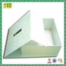 High quality foldable packaging gift box with magnetic closure