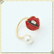 2015 latest gold finger ring designs fashion kiss shape ring ladies finger gold ring design (QYR-018)