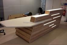 White Lacquer Solid Surface Small Reception Desk
