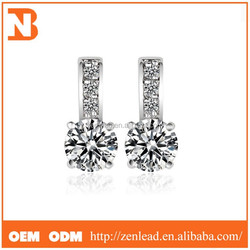 The Star Sets Charming Round Diamond Earrings