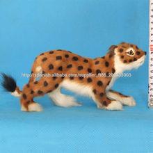 De tamaño natural de resina divertido Leopardo de las nieves en marcha de peluche
