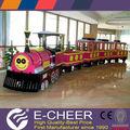 Colorido y multitudinaria parque de atracciones de juguete de control remoto tren de juguete