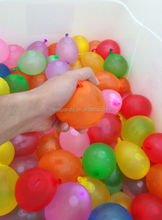 Plastic water balloon pumper pressure sprayer with 100pcs
