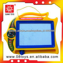 El tablero de dibujo de magnética para los niños