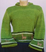 Sueter con capucha tejido a mano en lana de alpaca