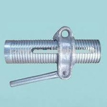 Adjustable steel prop support with cast handle nut and machining thread