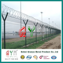 WELDED MESH FENCE WITH RAZOR WIRE ON TOP/PVC & HOT-DIP GALVANIZED/QYM-10 YEARS WARRYANTY
