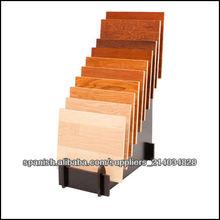 estante de exhibición de madera para el suelo de madera