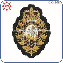 personalizado bordado a mano placa con logo de la corona