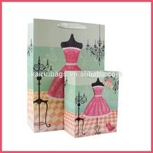 Bolsa de papel de regalo de bodas personalizada y bolsa de regalo hecha mano. Boda