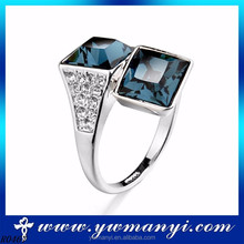 Hot sell Wholesale nice diamond blue two crystal ring designs for young women
