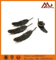 wholesales antique brass metal leaf pin badge