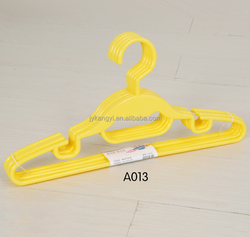 Eco friendly skid proof colored plastic cloth hanger