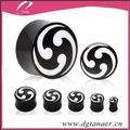 orgánica de cuerno de búfalo de silla de montar enchufe de oído con shuriken negro diseño