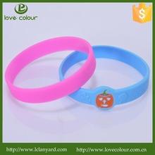 Popular custom silicone wristband /festival embossed bracelet