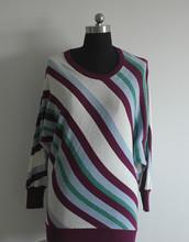 La mujer La mujer suéter suéter