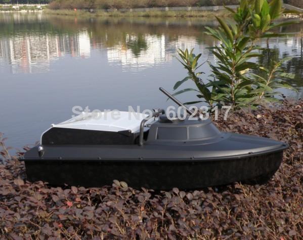 лодка с пультом и эхолотом