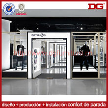 moderno diseño interior de la tienda al por menor zapatos