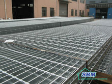 Concrete steel grating