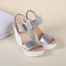 Venta al por mayor baratos zapato con cierre de cuña sandalias de tacón para mujeres