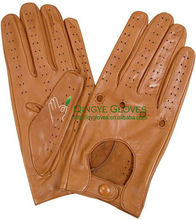 Leather driving gloves made with sheep skin in light brown