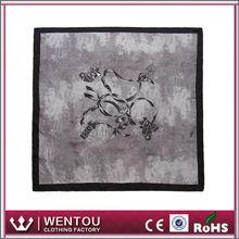 Diseño magnífico para sarga suave pañuelo de seda honorable dama