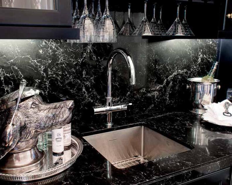 5100 Vanilla Noir Black quartz stone - 2.jpg