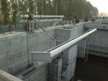 Rotating water decanter in sewage treatment plant