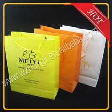Custom made PP gift plastic carry bag for cosmetics/beer/wine/shopping
