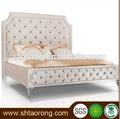 Moderno e de luxo em madeira maciça cama estofos com botões rbd-201