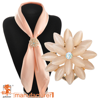 Professional brooch manufacturers flower pearl scarf jewelry scarf pendant scarf jewelry accessories
