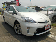 Japanese durable used cars Toyota Prius hybrid with navigation systems