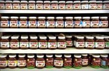 Bueno Kinder Joy Kinder supprise Nutella Snicker Mambo Lipton Nestle Milka, lion peanut,Mars,Bounty ,Twix , Toblerone