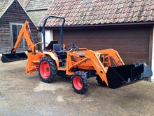 KUBOTA B2710 4WD COMPACT TRACTOR WITH LOADER